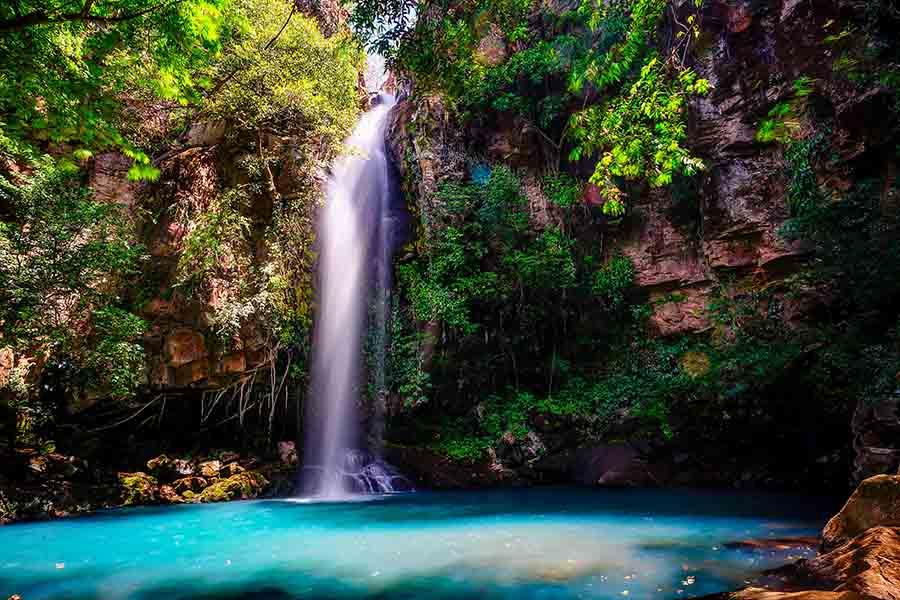 Bañarse en una cascada